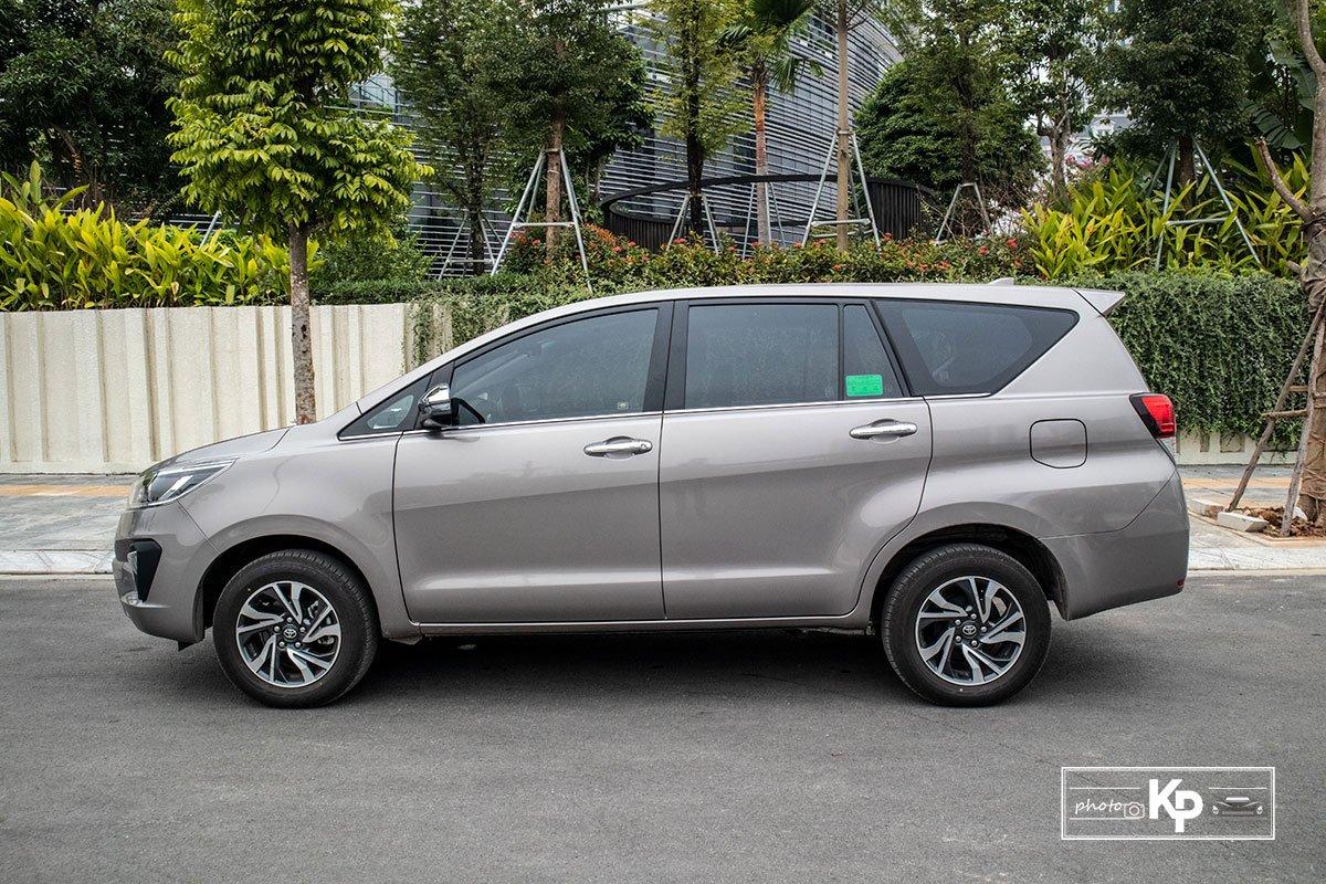Ảnh Thân xe Toyota Innova 2.0G 2021