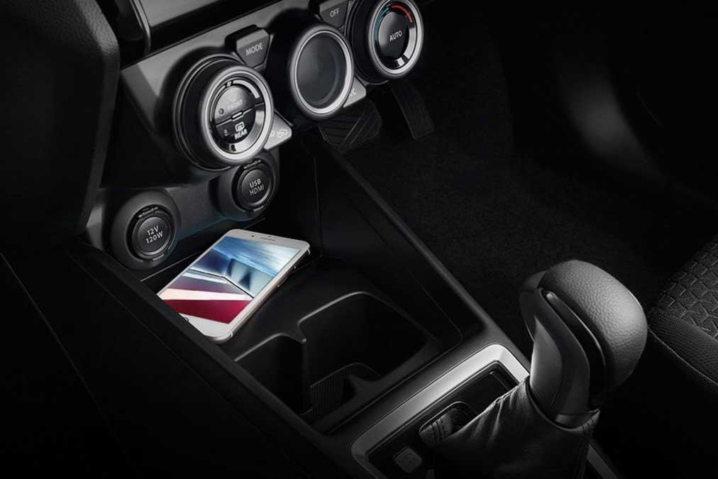 Hộc đựng đồ trên xe Suzuki Swift 2021 1