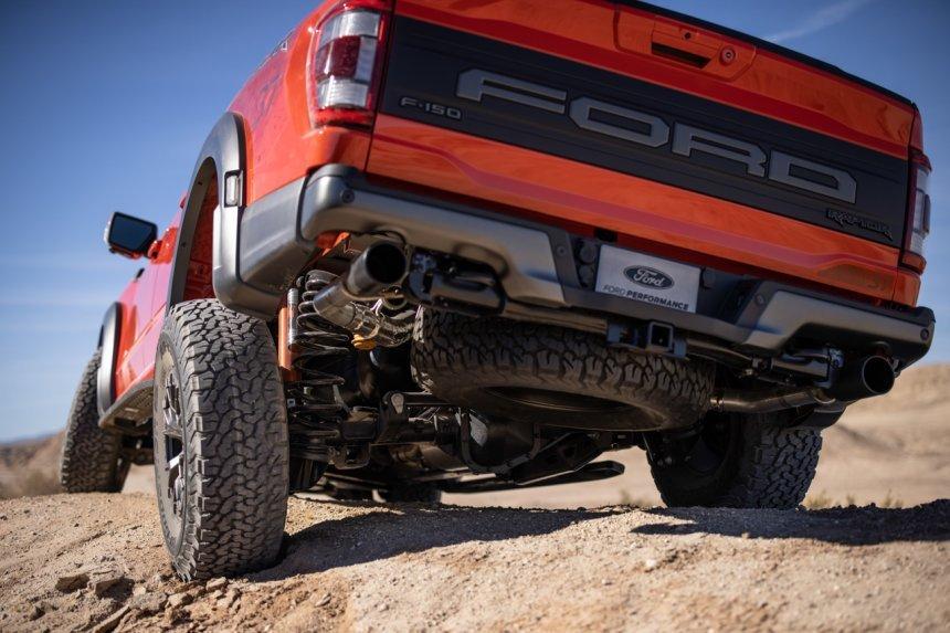 Ford F-150 Raptor 2021 cứng cáp, bảo vệ toàn diện.