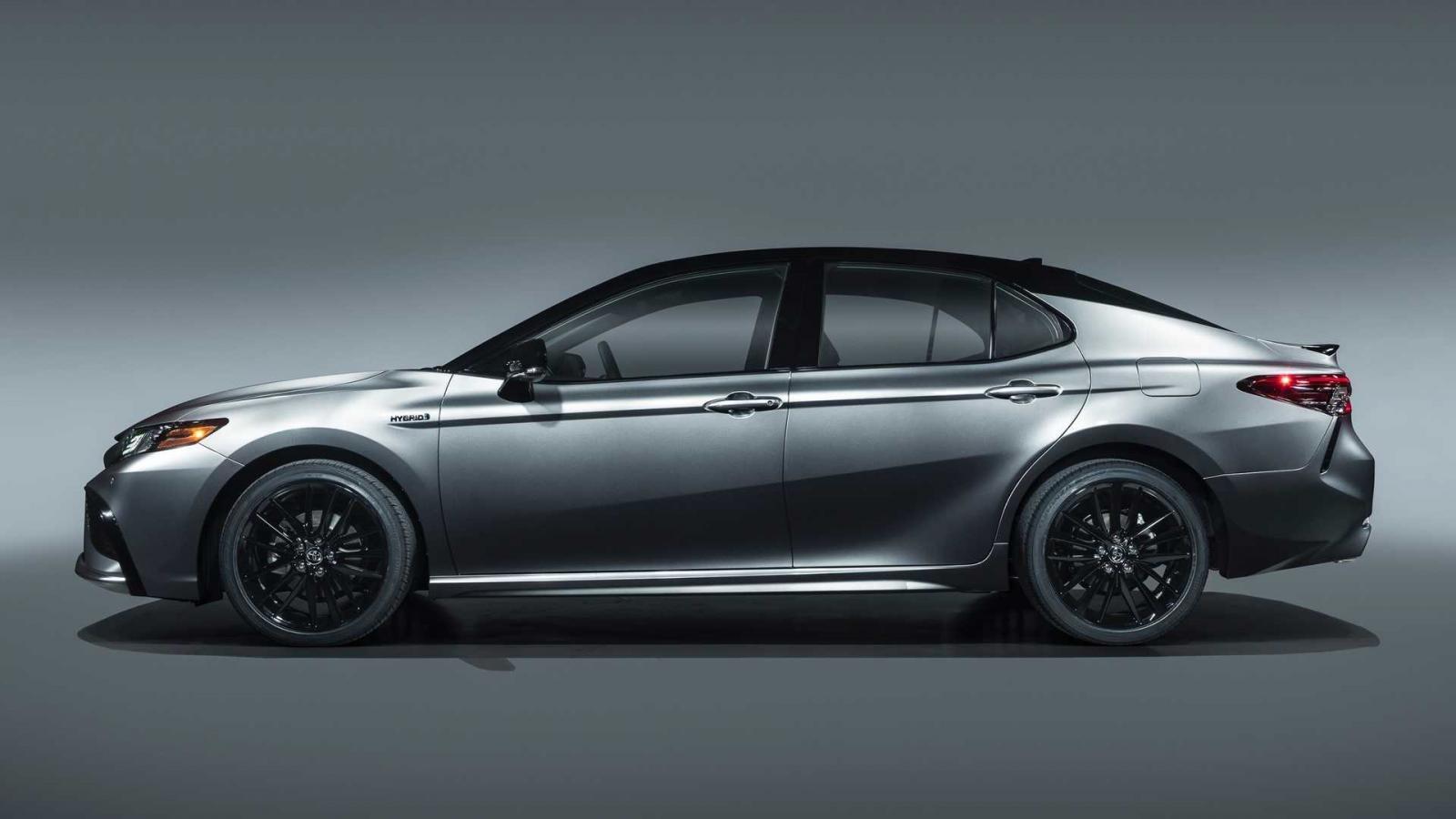 Ảnh Thân xe Toyota Camry 2021