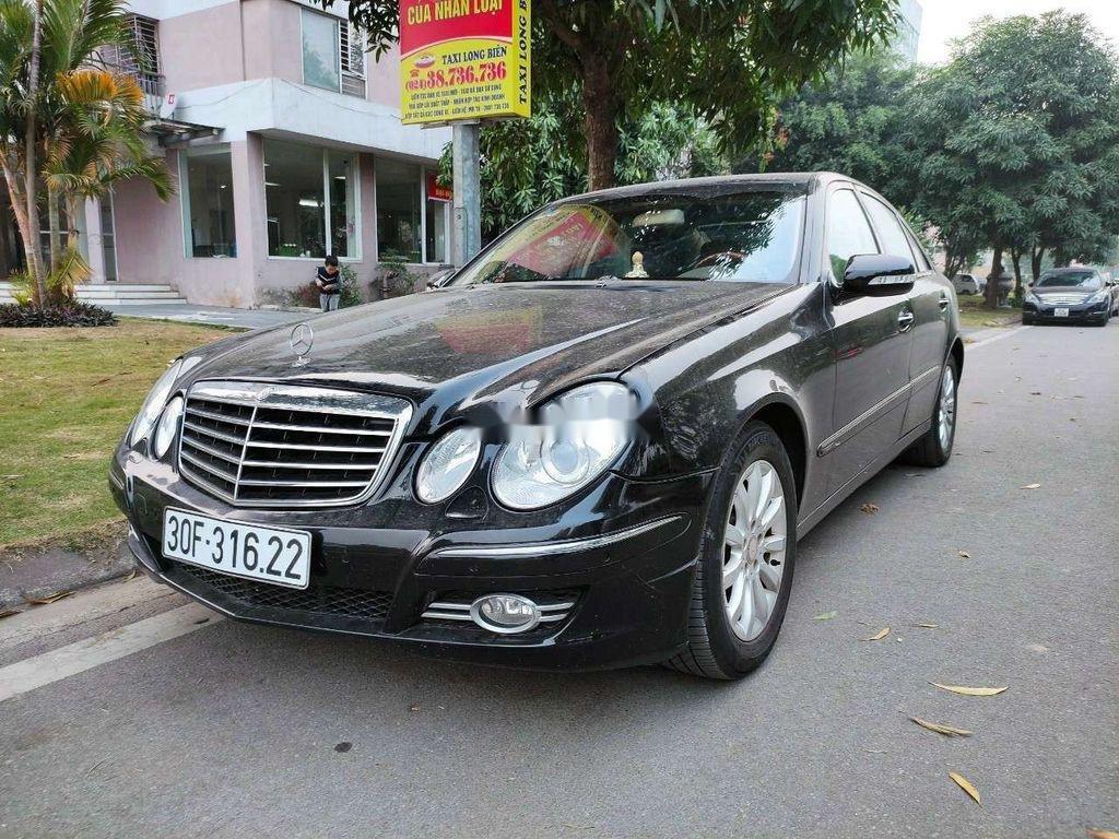 Cần bán lại xe Mercedes E 240 sản xuất 2003, màu đen, xe nhập (1)