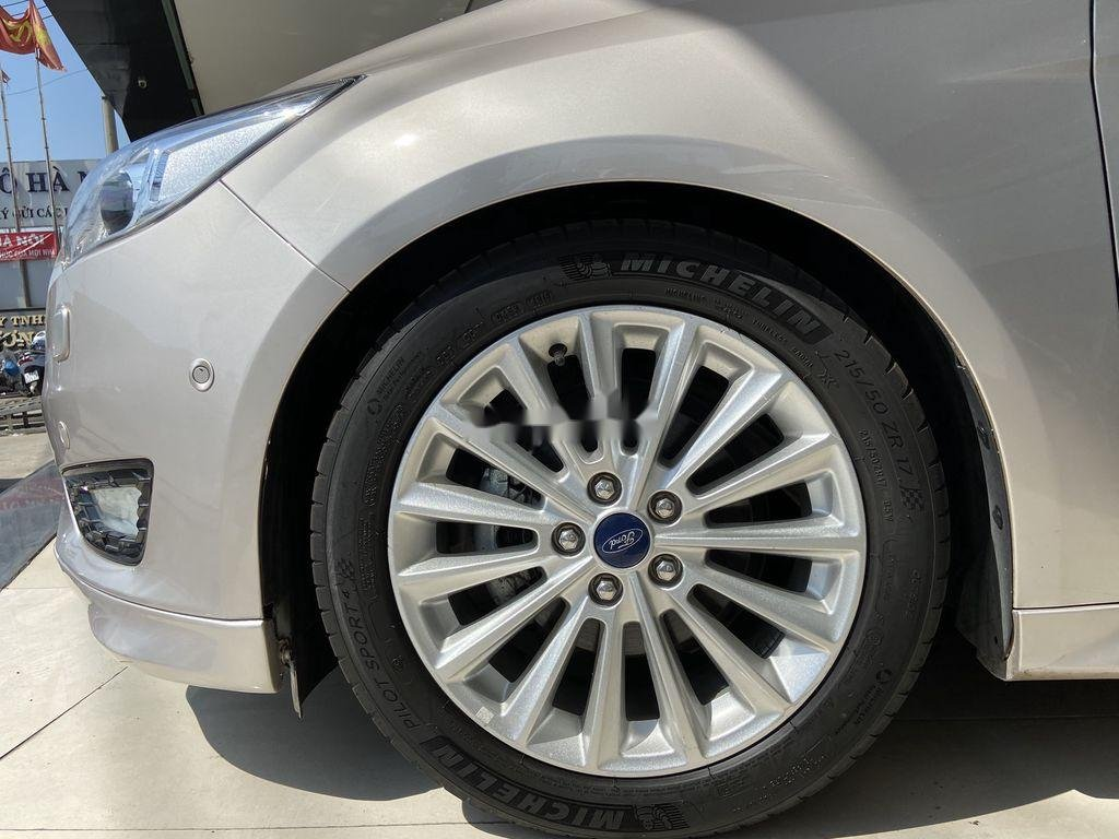 Cần bán gấp Ford Focus đời 2016, màu bạc  (4)