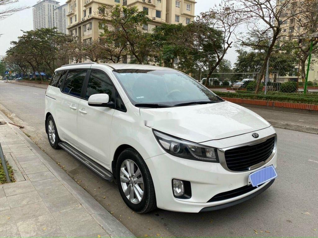 Bán Kia Sedona năm sản xuất 2016, màu trắng chính chủ, giá 745tr (1)