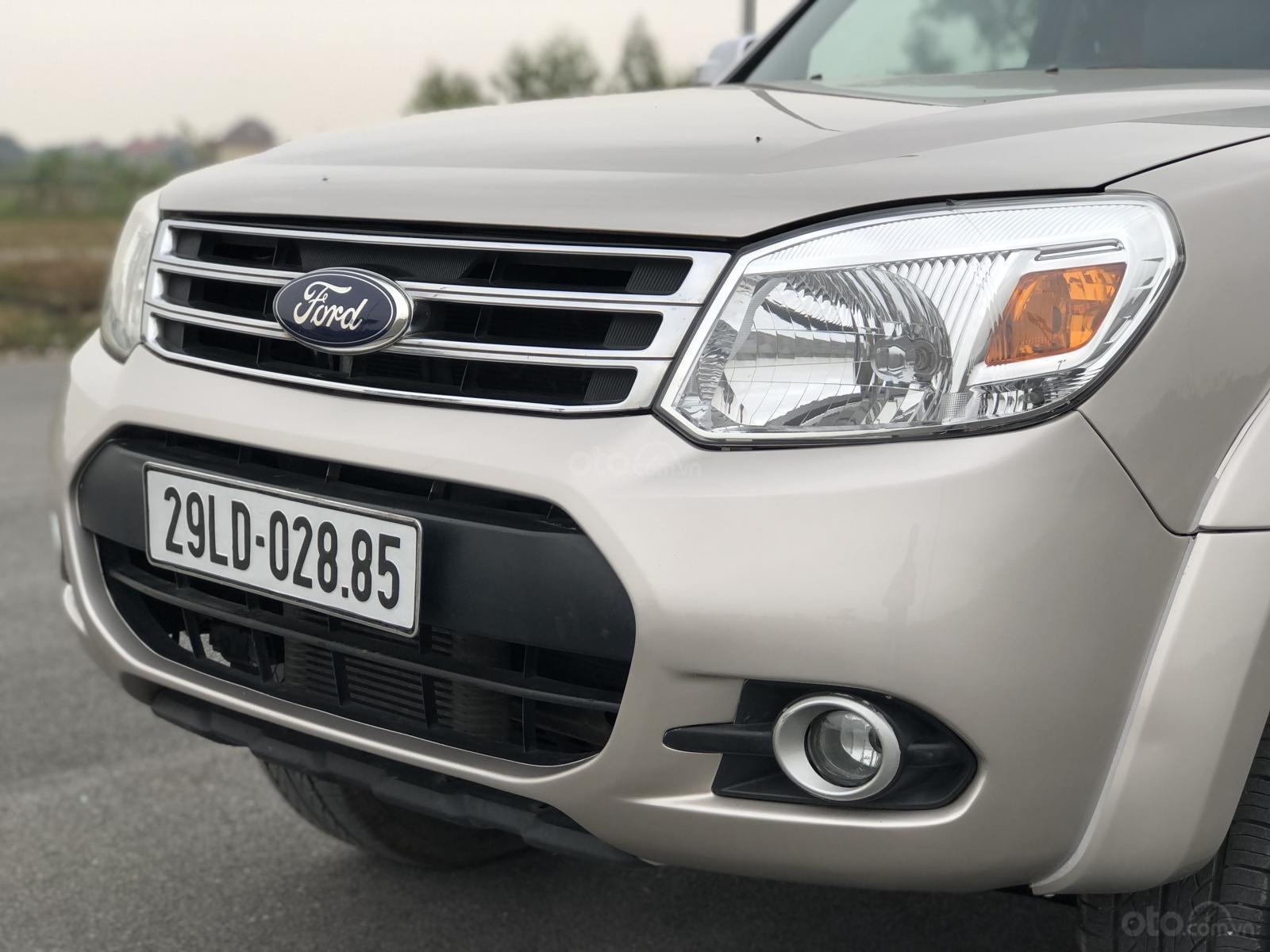 Ford Everest 2015 máy dầu số sàn, giá vô cùng hợp lý (6)