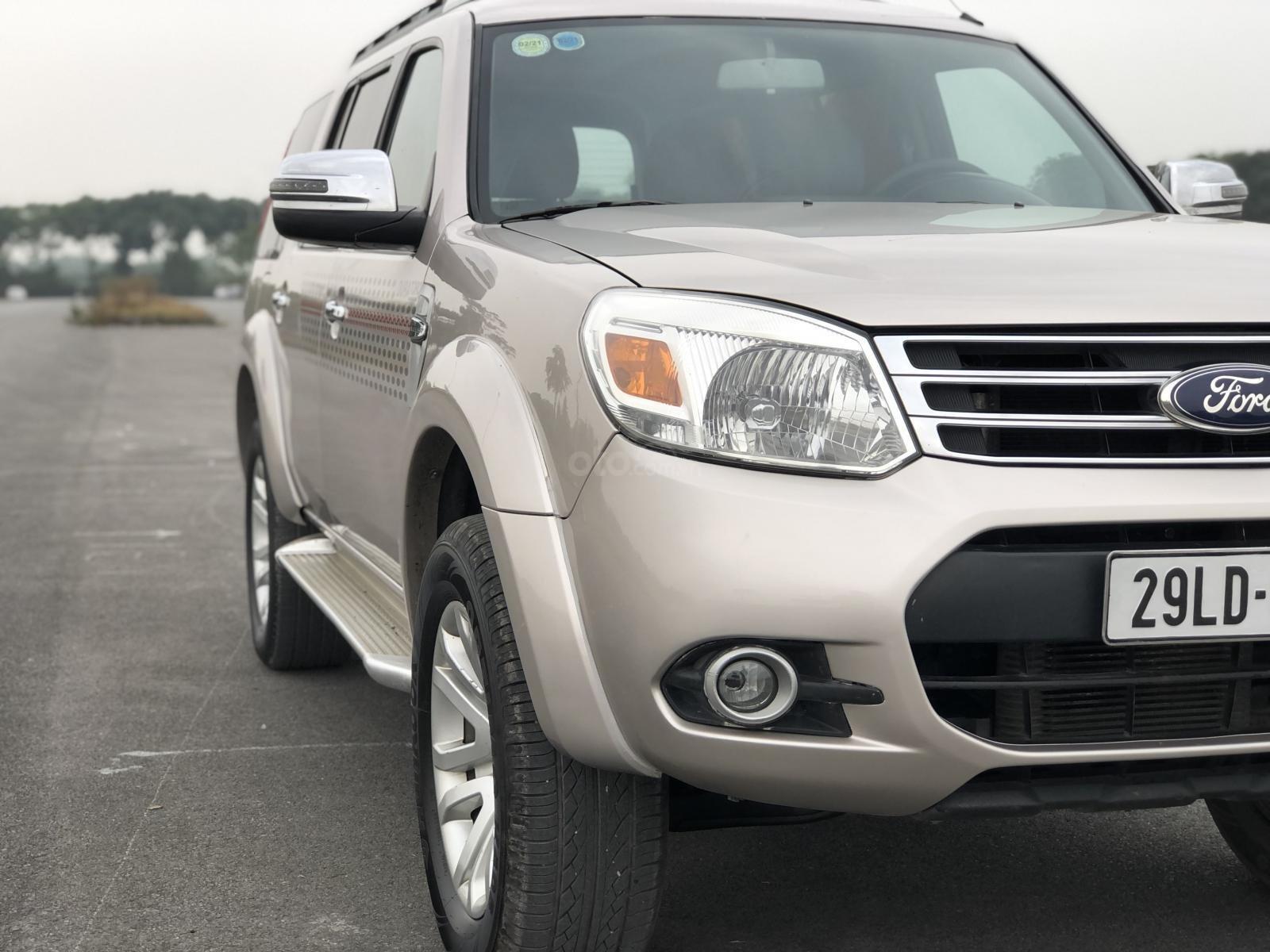 Ford Everest 2015 máy dầu số sàn, giá vô cùng hợp lý (7)