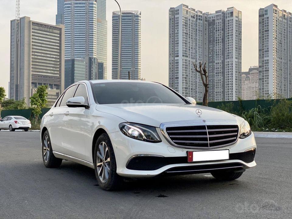Bán Mercedes-Benz E200 năm 2018, màu trắng, giá ưu đãi (1)