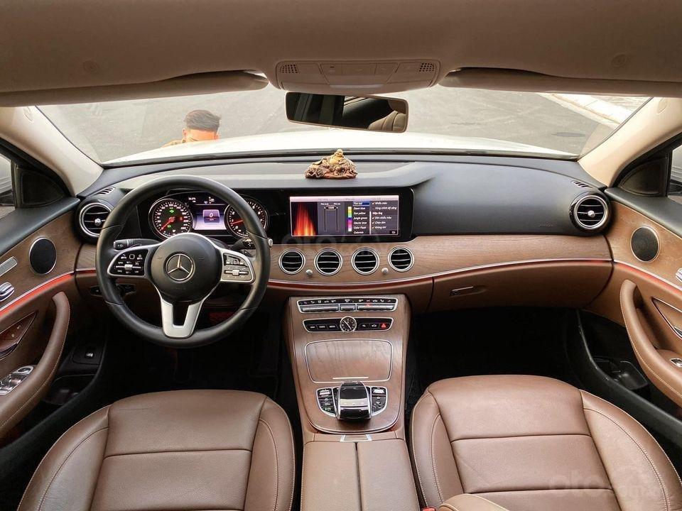 Bán Mercedes-Benz E200 năm 2018, màu trắng, giá ưu đãi (4)