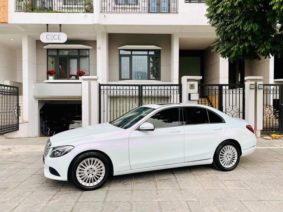 Cần bán ô tô Mercedes C250 model 2016, màu trắng, giá đẹp như xe (2)