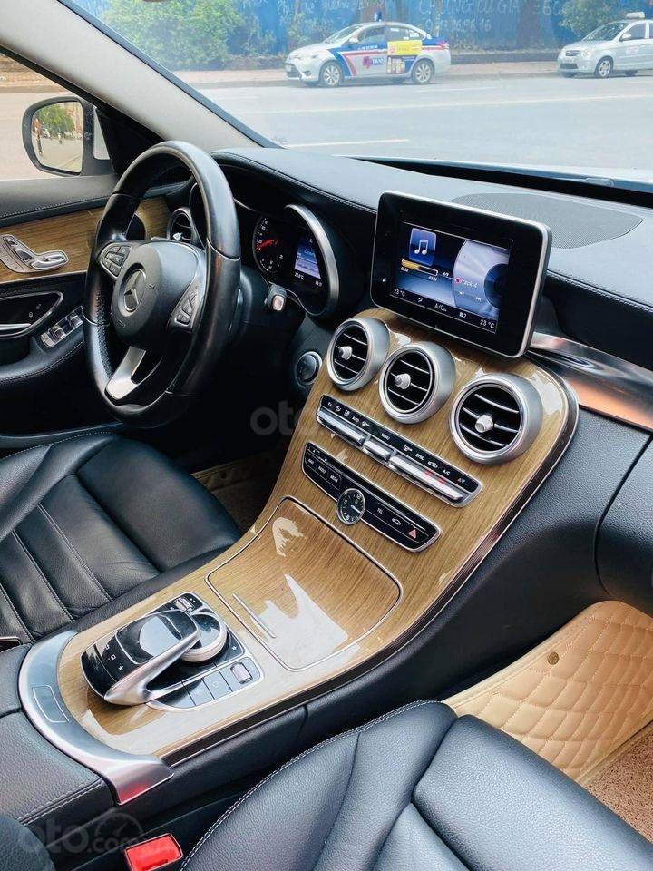 Cần bán ô tô Mercedes C250 model 2016, màu trắng, giá đẹp như xe (4)
