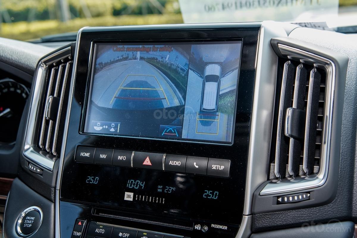 Bán xe Toyota Land Cruiser V8 2021 có đen và trắng giao ngay (2)