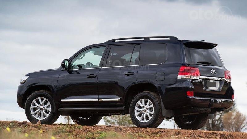 Bán xe Toyota Land Cruiser V8 2021 có đen và trắng giao ngay (5)