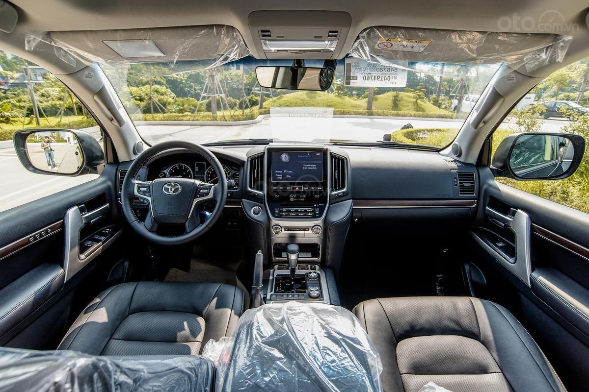 Bán xe Toyota Land Cruiser V8 2021 có đen và trắng giao ngay (7)