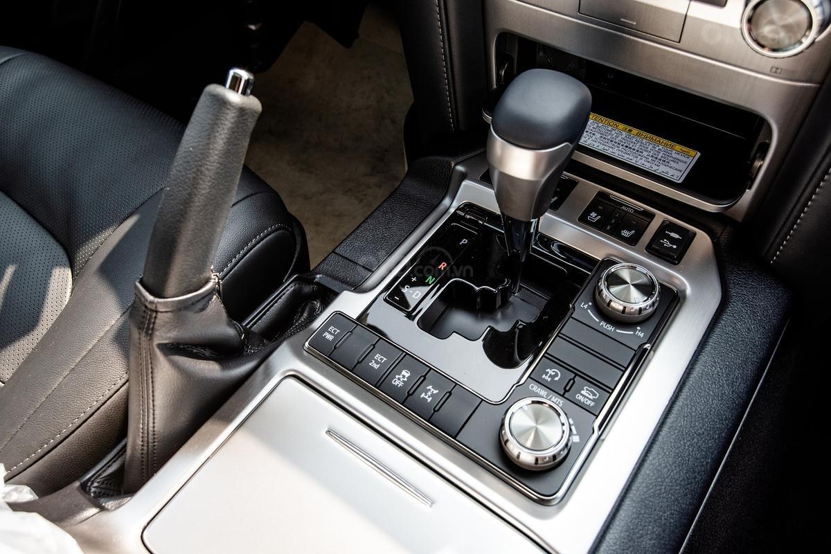 Bán xe Toyota Land Cruiser V8 2021 có đen và trắng giao ngay (9)