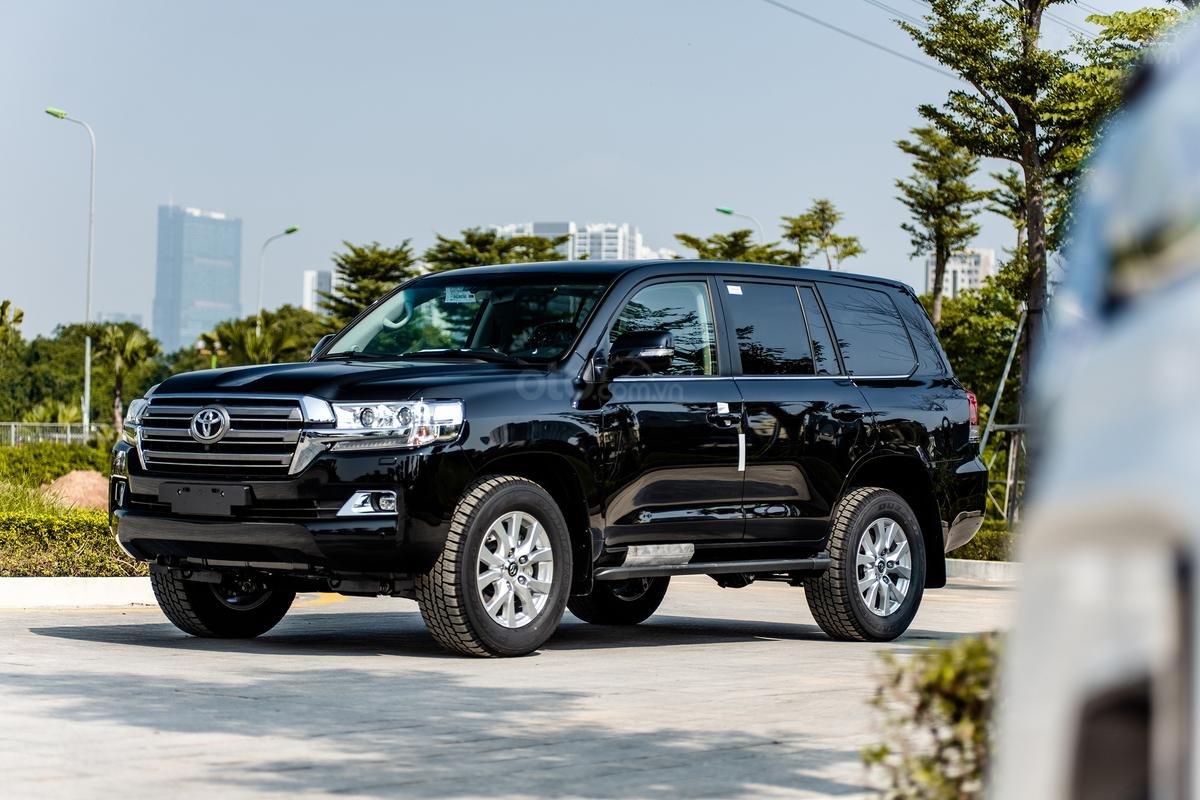 Bán xe Toyota Land Cruiser V8 2021 có đen và trắng giao ngay (11)