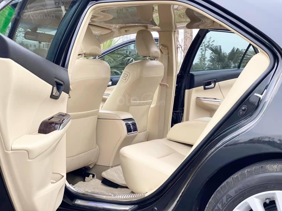 Bán gấp Toyota Camry 2.0E model 2018, màu đen, đã lên bodykit trước như xế sang Lexus (4)