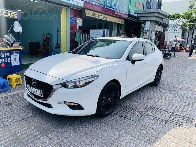Bán Mazda 3 Sedan 1.5AT 2018 màu trắng xe đẹp, lăn bánh 53.000km (1)