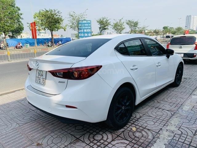 Bán Mazda 3 Sedan 1.5AT 2018 màu trắng xe đẹp, lăn bánh 53.000km (2)
