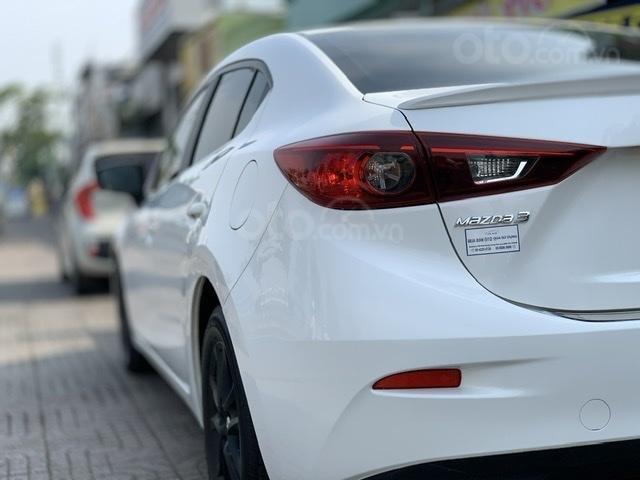 Bán Mazda 3 Sedan 1.5AT 2018 màu trắng xe đẹp, lăn bánh 53.000km (3)