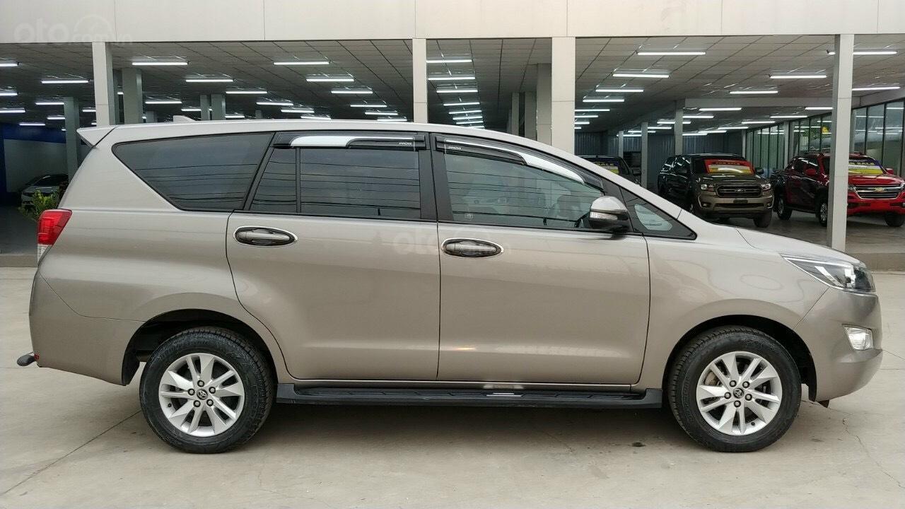 Bán Toyota Innova tự động 2017, xe gia đình, biển số TP. HCM, giá TL mạnh (3)