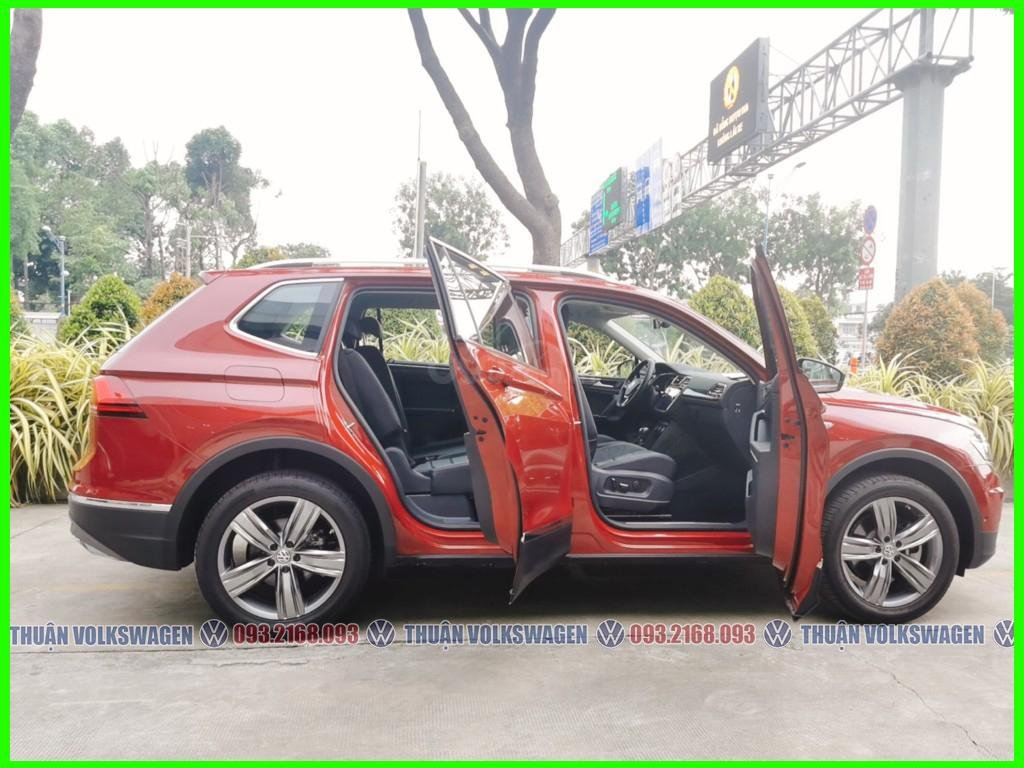 [Volkswagen Trường Chinh lì xì trước bạ khi đặt cọc T2/2021 LH Mr Thuận ] Tiguan Luxury S màu đỏ giao ngay+ gói phụ kiện (4)