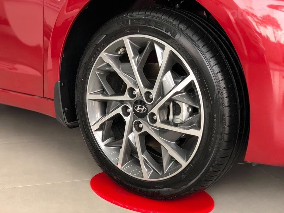 Cần bán Hyundai Elantra 2.0 AT đặc biệt sản xuất 2020, giá 686tr (2)