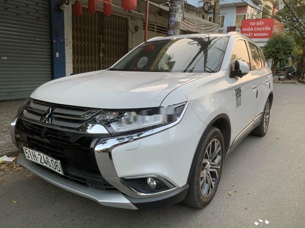 Cần bán xe Mitsubishi Outlander năm 2019, màu trắng  (2)