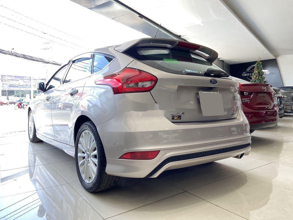 Cần bán gấp Ford Focus đời 2016, màu bạc  (6)