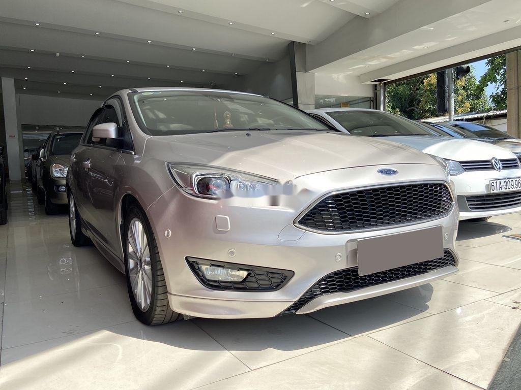 Cần bán gấp Ford Focus đời 2016, màu bạc  (3)