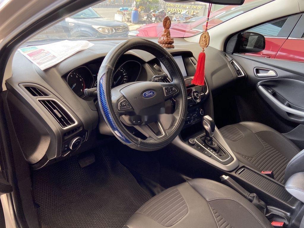 Cần bán gấp Ford Focus đời 2016, màu bạc  (11)
