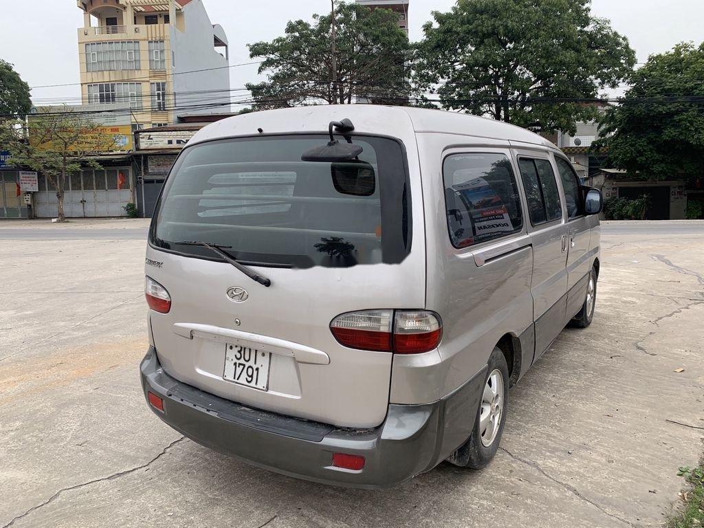Cần bán gấp Hyundai Grand Starex năm 2004, màu ghi bạc (1)