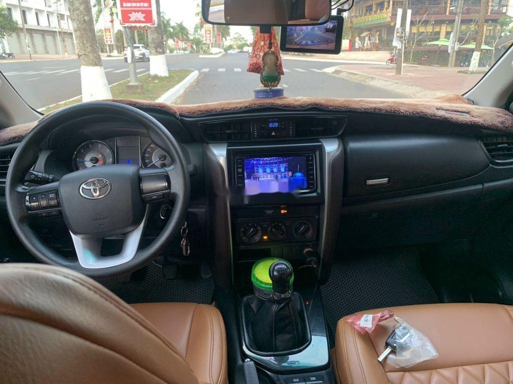 Cần bán lại xe Toyota Fortuner sản xuất năm 2017, 805tr (7)