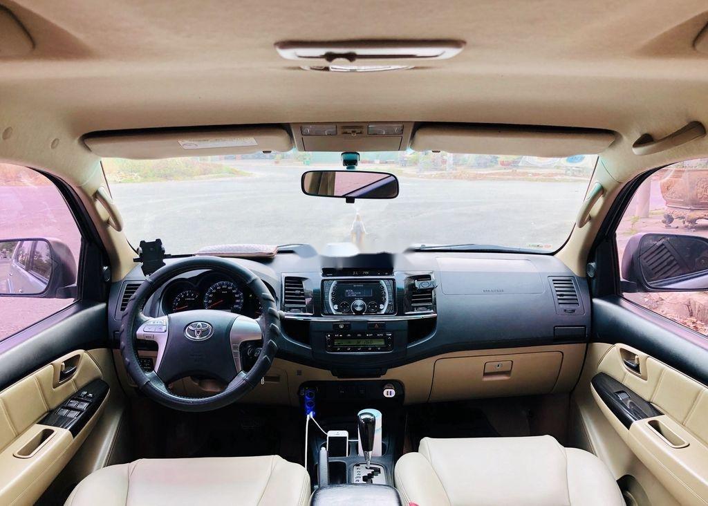Bán Toyota Fortuner sản xuất năm 2015, màu bạc  (8)
