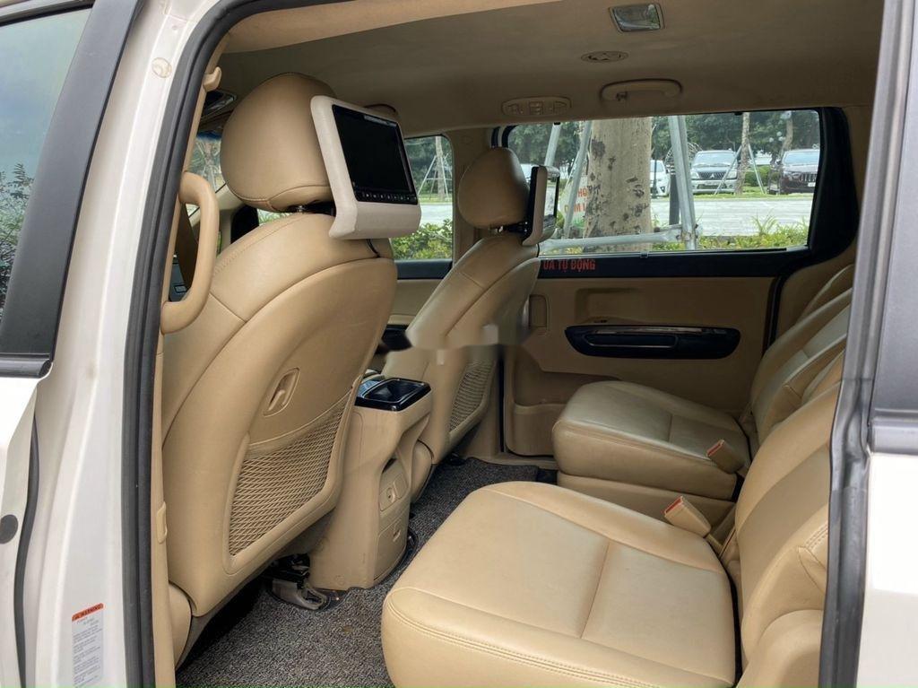 Bán Kia Sedona năm sản xuất 2016, màu trắng chính chủ, giá 745tr (10)
