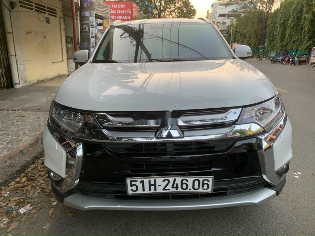 Cần bán xe Mitsubishi Outlander năm 2019, màu trắng  (1)