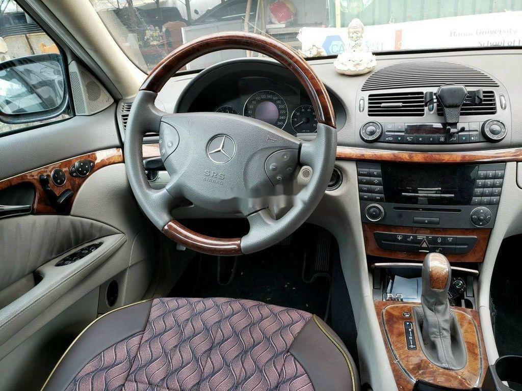 Cần bán lại xe Mercedes E 240 sản xuất 2003, màu đen, xe nhập (4)