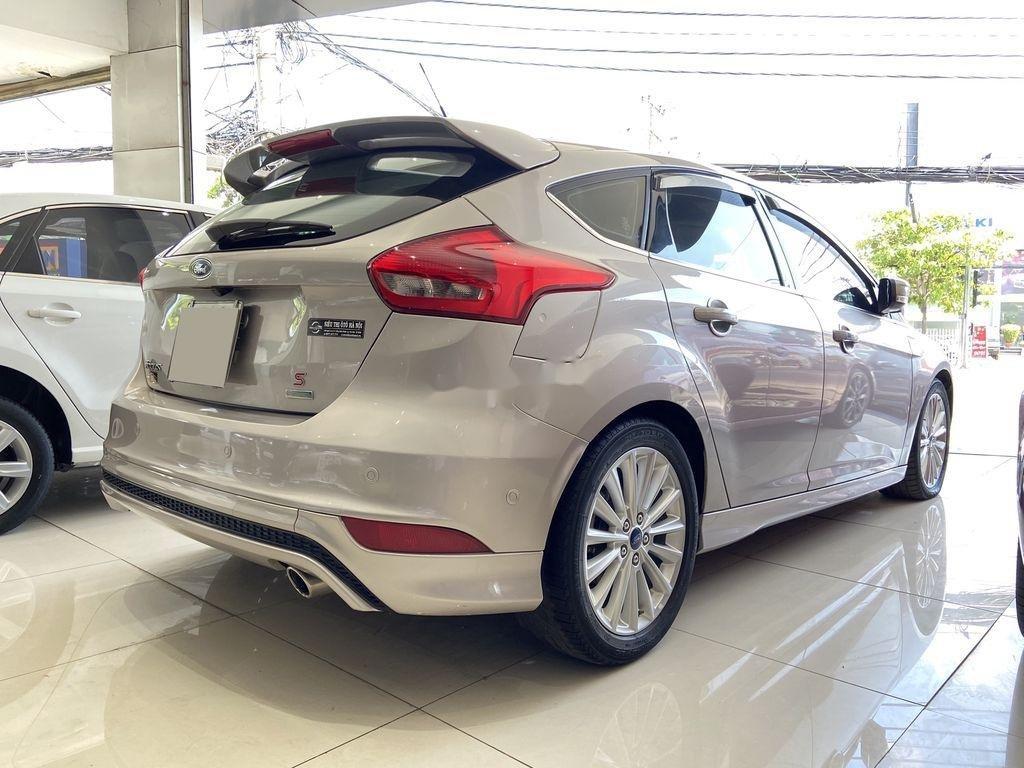 Cần bán gấp Ford Focus đời 2016, màu bạc  (7)