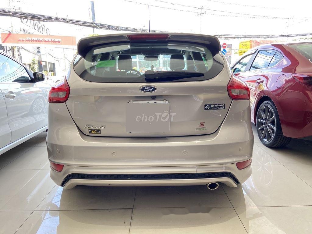 Cần bán gấp Ford Focus đời 2016, màu bạc  (5)