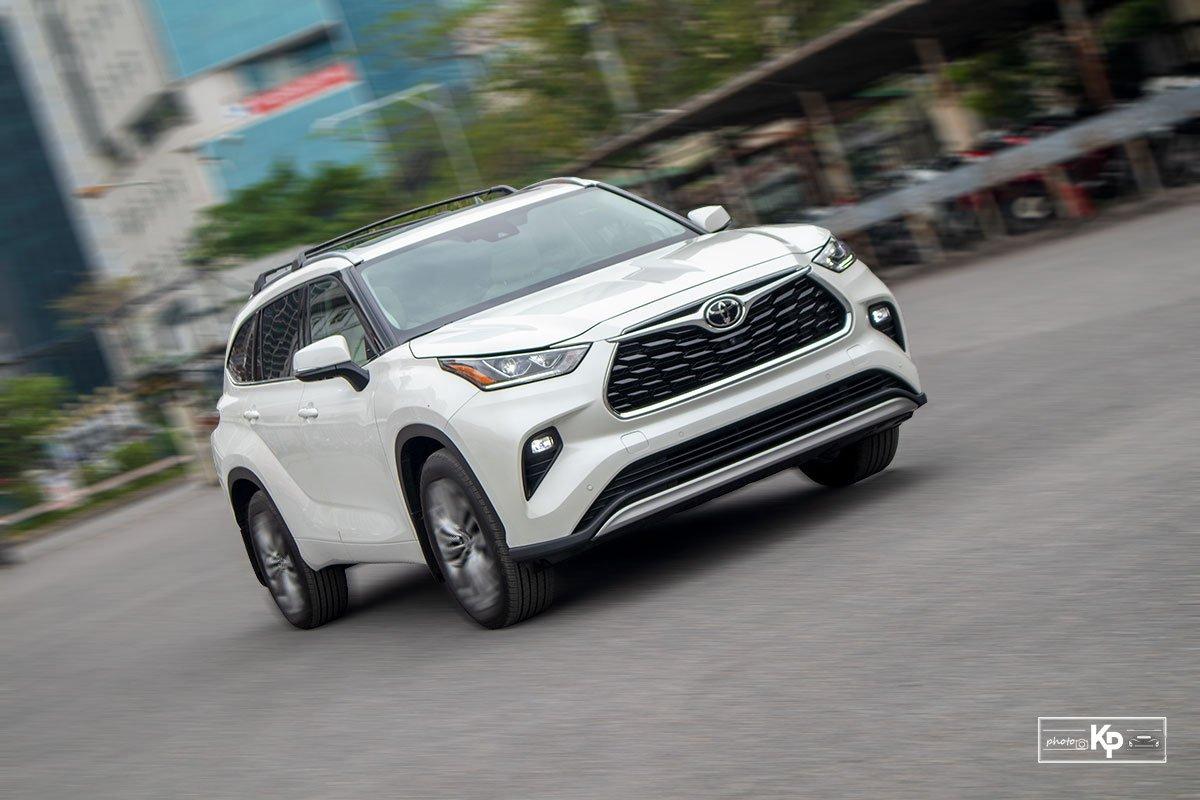 Ảnh Vận hành xe Toyota Highlander 2021