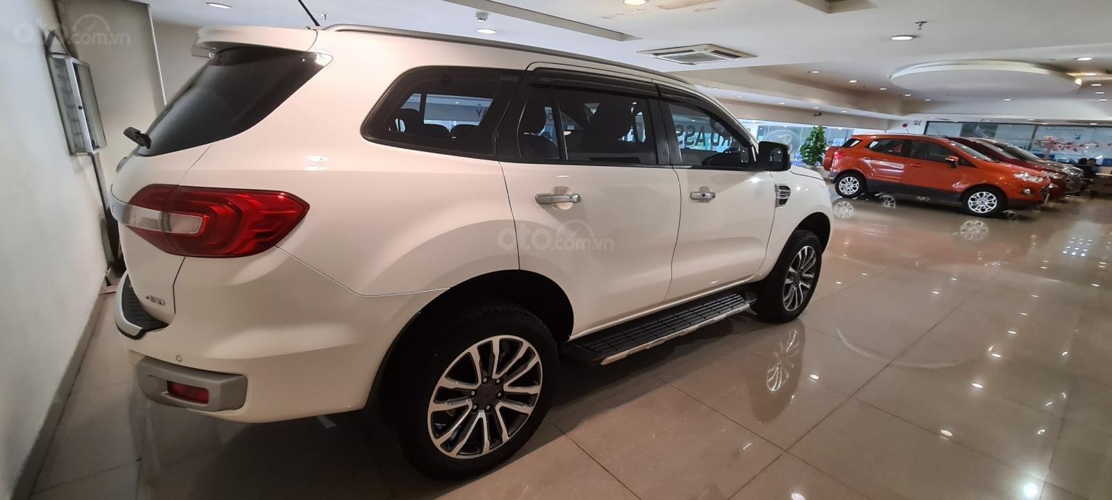 Ford Everest Titanium Biturbo 2019 trắng, xe đẹp cho mọi người (12)