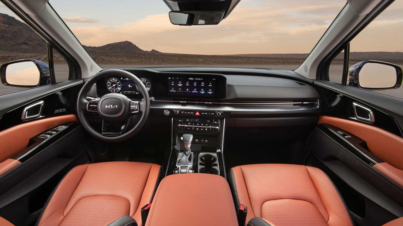 Kia Sedona 2022 sở hữu nhiều nâng cấp hiện đại, đáng giá.