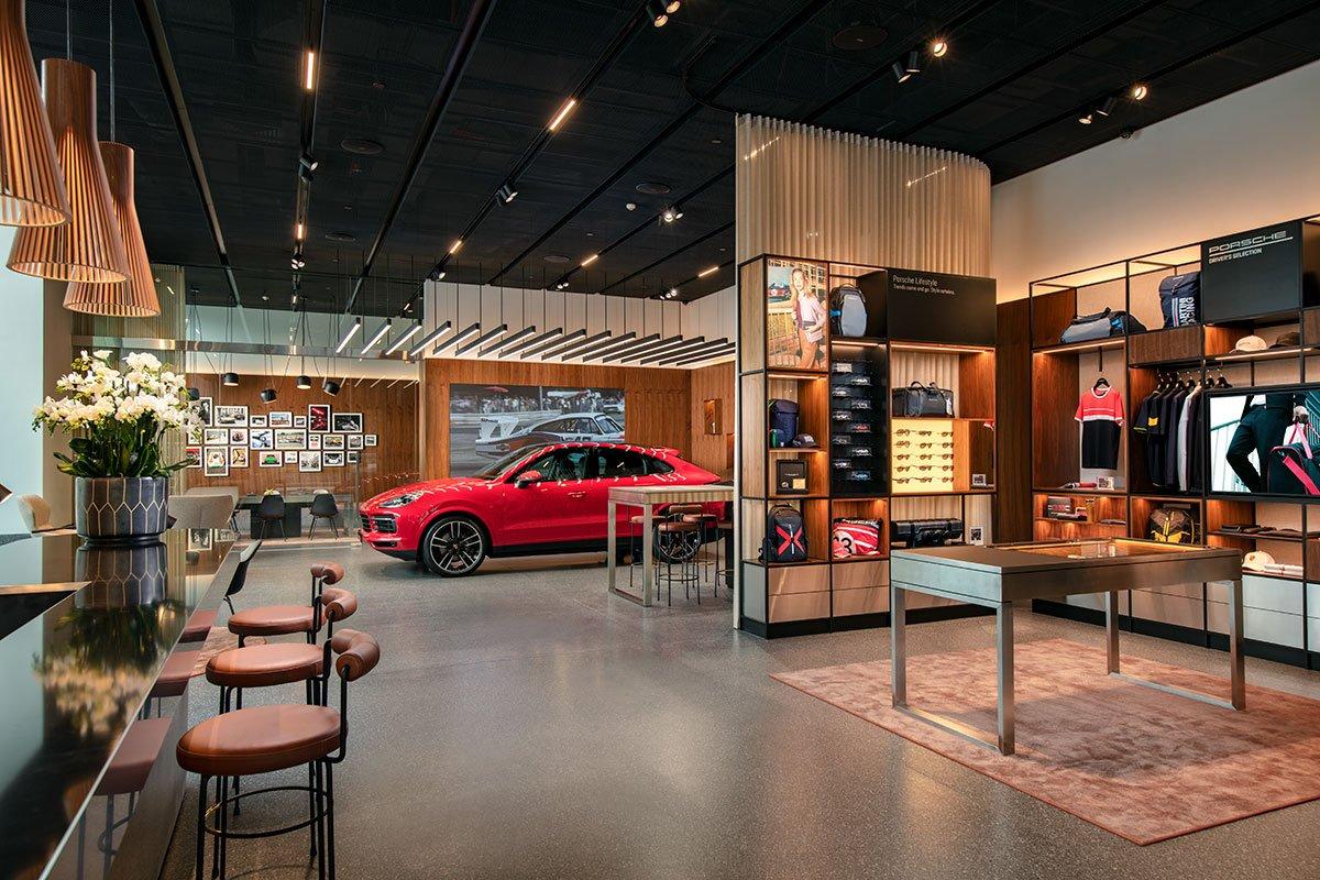 Đây là Porsche Studio đầu tiên của thị trường Việt Nam, đồng thời, là một trong những điểm đến đầu tiên trên thế giới mang khái niệm kiến trúc toàn cầu mới của Porsche.