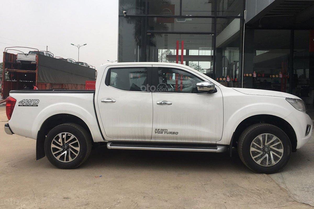 Ngoại hình tổng thể Nissan Navara EL A-IVI 2021 đang bán tại Việt Nam 1