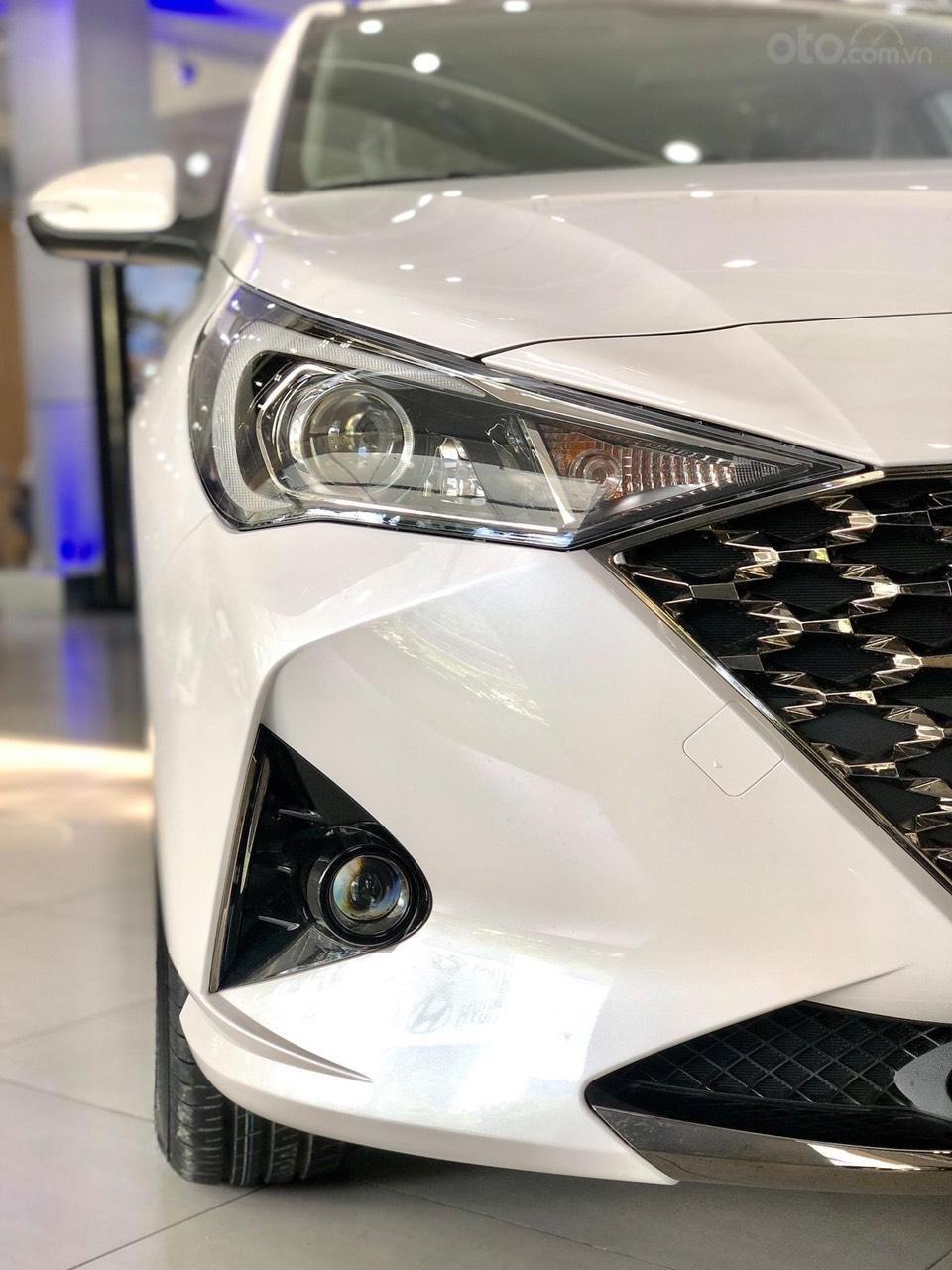 {Hyundai Miền Nam} Hyundai Accent 2021 có sẵn đủ màu tặng phụ kiện: Combo 7 món phụ kiện chính hãng (5)