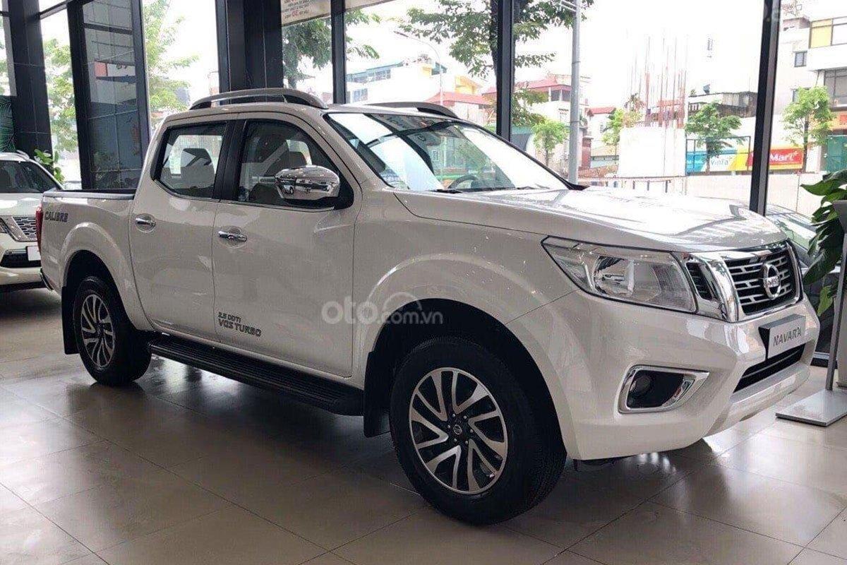 Nissan Navara tặng 50% phí trước bạ và bảo hiểm vật chất 1