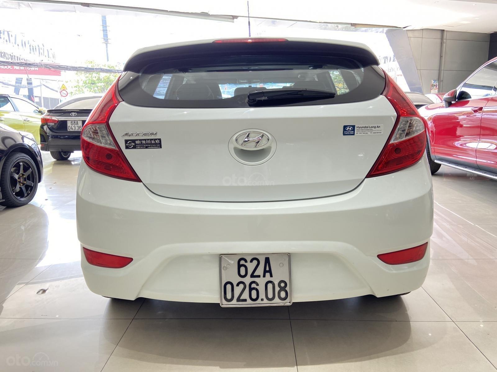 Bán xe Hyundai Accent màu trắng, xe gia đình nên đẹp như mới (4)