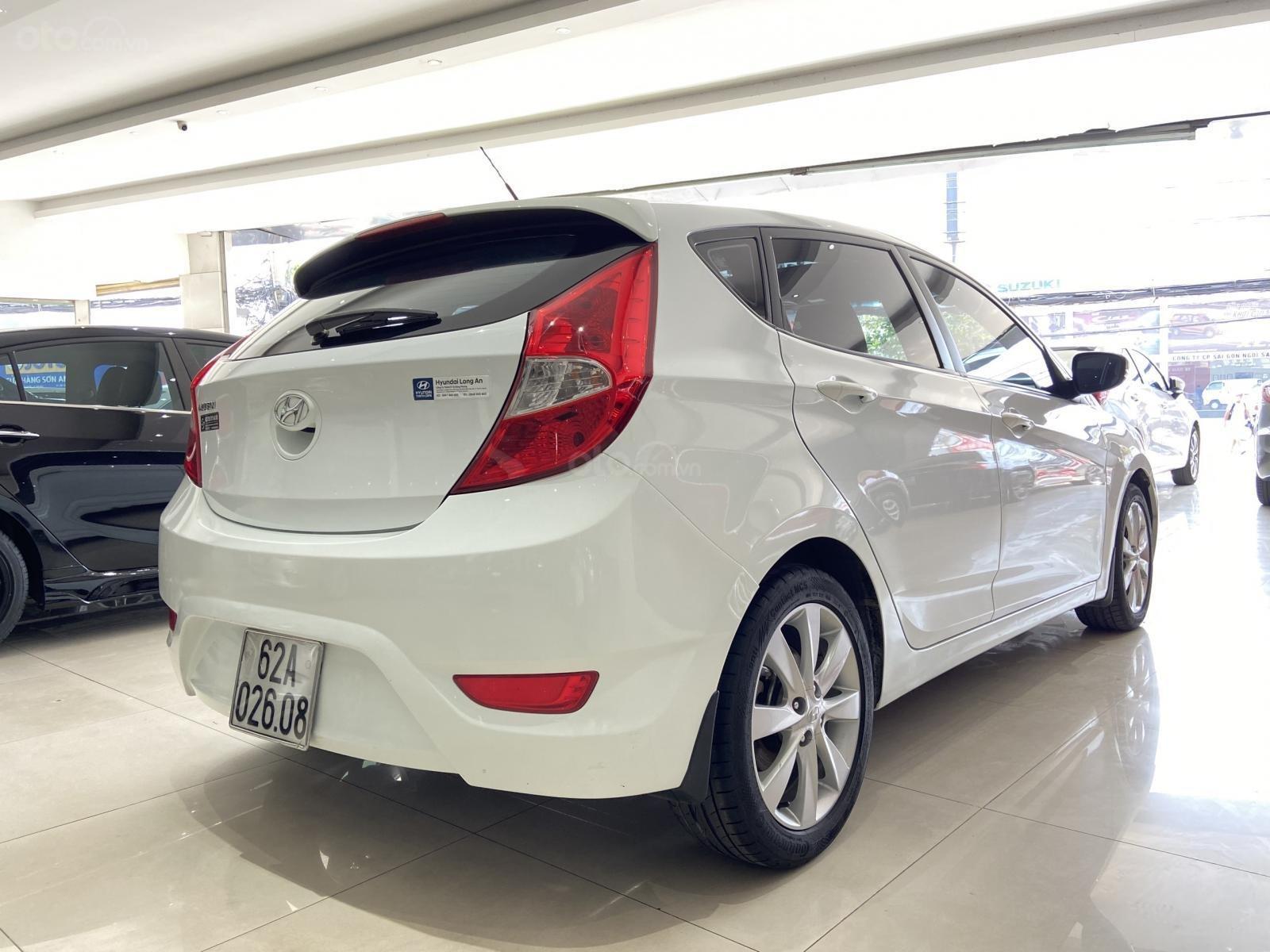 Bán xe Hyundai Accent màu trắng, xe gia đình nên đẹp như mới (5)