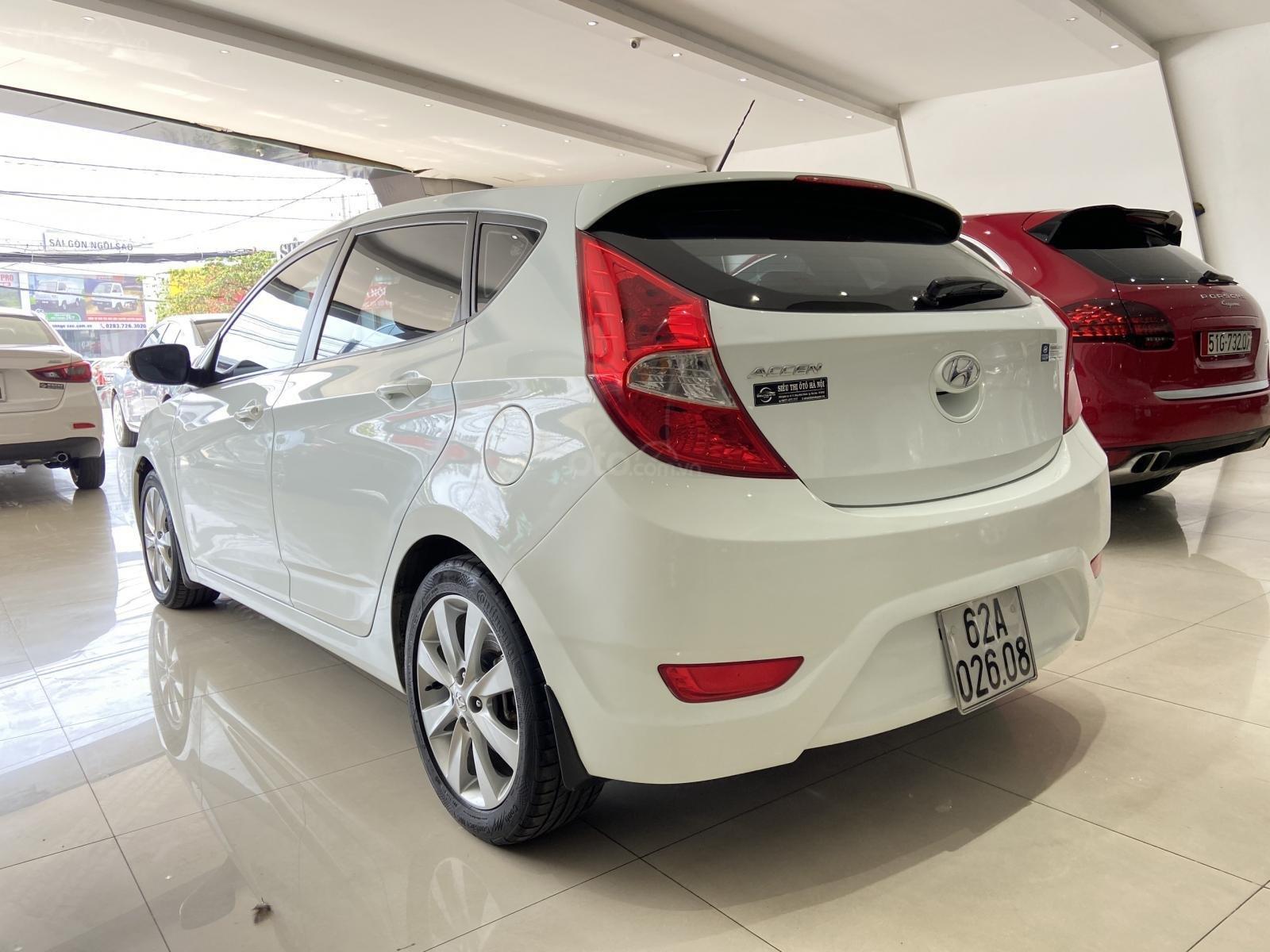 Bán xe Hyundai Accent màu trắng, xe gia đình nên đẹp như mới (6)