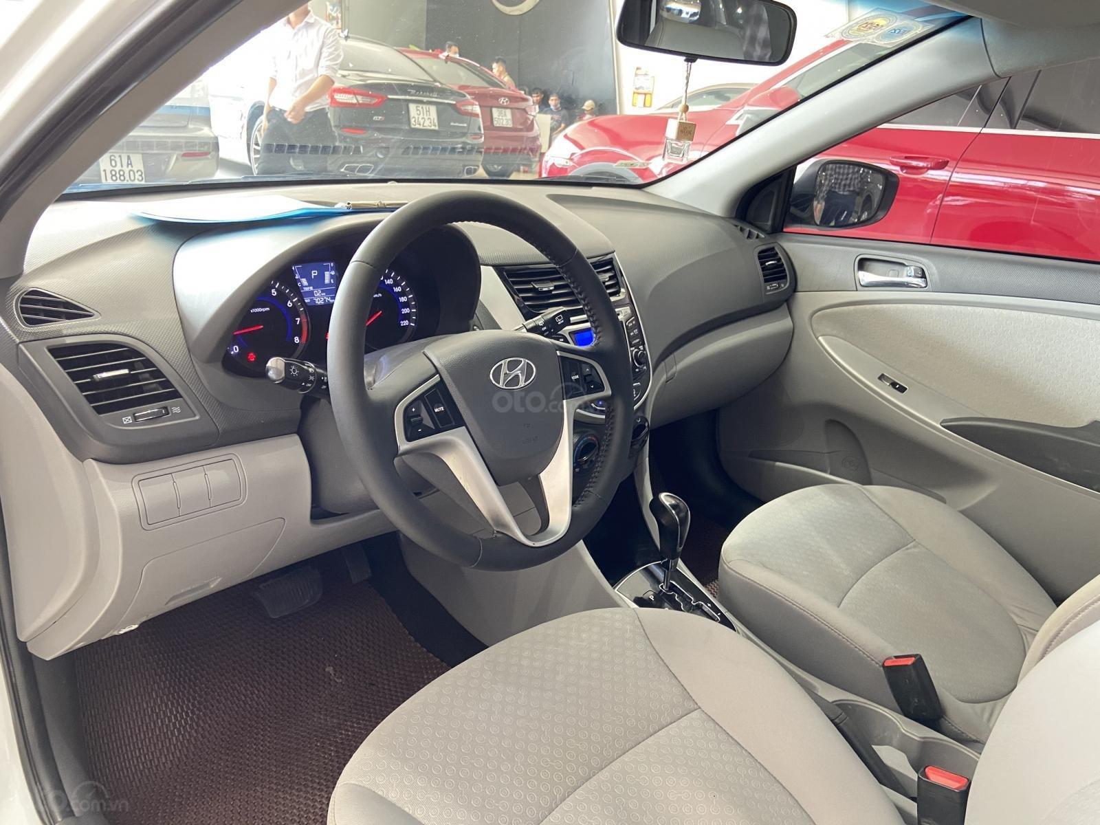 Bán xe Hyundai Accent màu trắng, xe gia đình nên đẹp như mới (9)