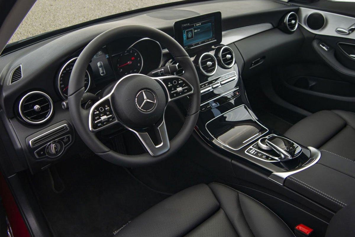 Không gian nội thất xe Mercedes-Benz C180 AMG 2021 1