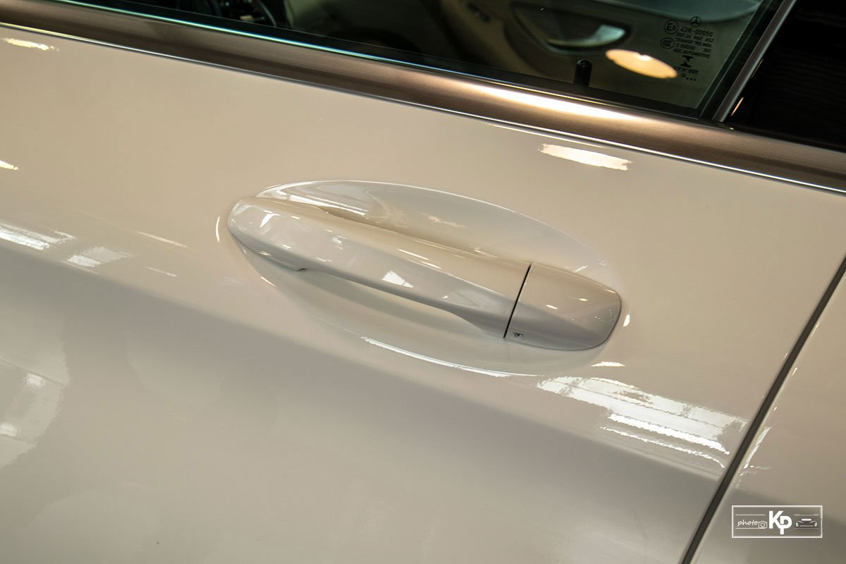 Ảnh Tay nắm cửa xe Mercedes-Benz C 180 AMG 2021
